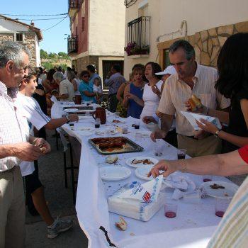 Vermut con aperitivo en la plaza de Tobía