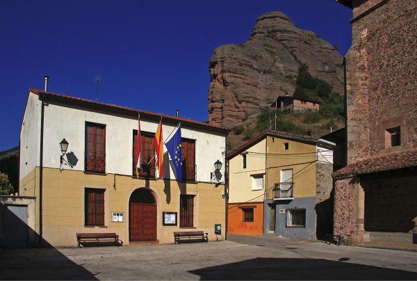 Ayuntamiento en la plaza de Tobía