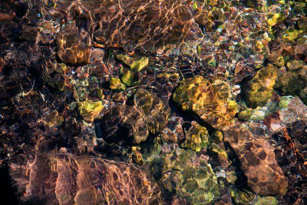 Aguas cristalinas en el río Tobía